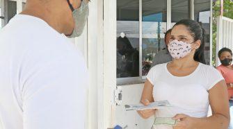 Prefeitura continua com a entrega dos cartões do Auxílio Municipal Emergencial
