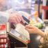 Após meses de queda, tíquete médio volta a crescer nos supermercados